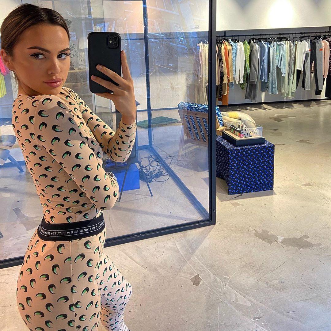 Demi de Boer selfie in een winkel